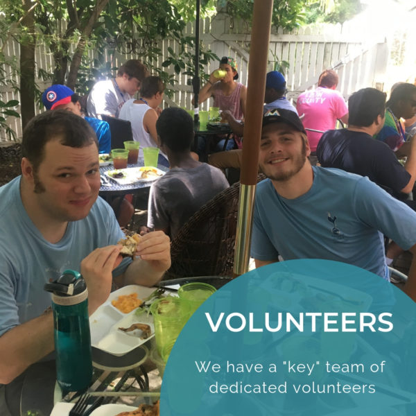 Image of KEYS students and volunteers eating lunch together